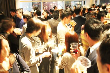 誰でも参加しやすい街コン&恋活、友活パーティー★ジャズが流れる大人な雰囲気!人気のテラス席ももちろん貸切♪『wine dinning deak 本町店』 開催